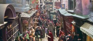 Rubeus Hagrid dẫn Harry Potter đi mua dụng cụ học tập trong hẻm xéo