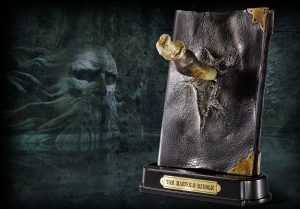 Harry Potter phá hủy cuốn nhật kí của Tom Riddle