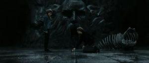 Ron vàHermione phá hủy chiếc cốc có trường sinh linh giá
