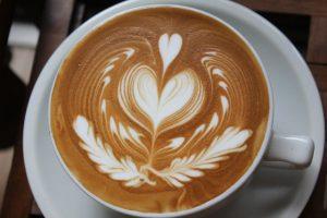 Kĩ thuật Latte Art để tạo ra những bức hình độc đáo nhất trên cốc cafe