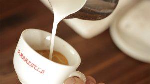 Các kĩ thuật quan trọng như đánh sữa, xay cafe, lấy cafe