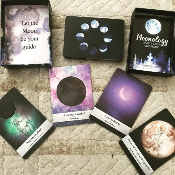 Moonology Oracle đẹp lung linh