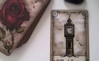 Bộ Bài Under the Roses Lenormand